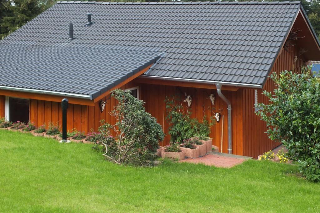 Komplette Gebäudesanierung unter energetischen Gesichtspunkten - Dachumdeckung inkl. Aufdachdämmung - Fassade in Lärchendeckelschalung